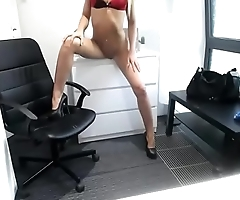 Muscle slut dancing nude on cam