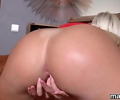 Foxy czech sweetie opens up her spread snatch to the peculiar