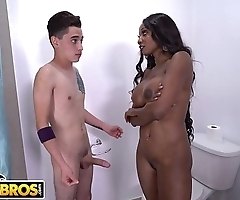 BANGBROS - Young Stud Juan El Caballo Loco Takes On Black MILF Diamond Jackson