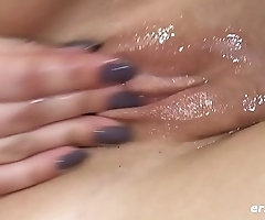 Tamara Rubs Her Soaking Wet Pussy - ersties